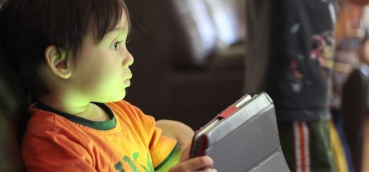 Zamiast smoczka? – o smartfonach i tabletach w życiu dziecka