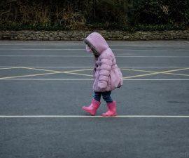 Kim są dzieci zagrożone i jak je chronić