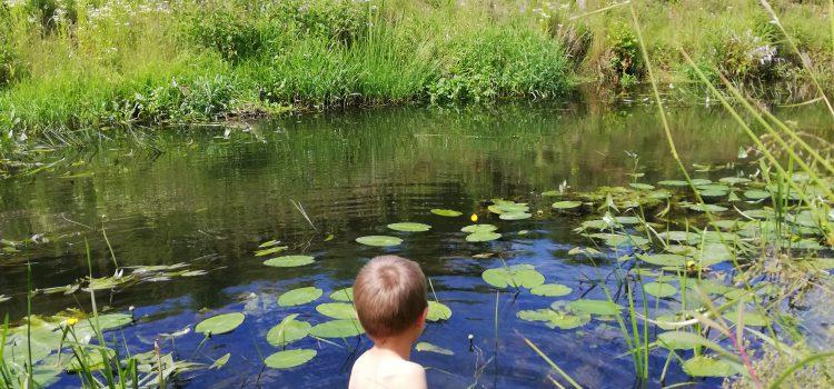 Zabawy wodą najmłodszych receptą na zdrowy rozwój