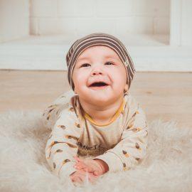 Szczęśliwe dziecko w żłobku