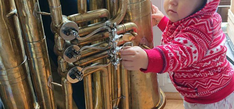 Śpiewajcie i grajcie maluchom – czyli po co małym dzieciom muzyka?