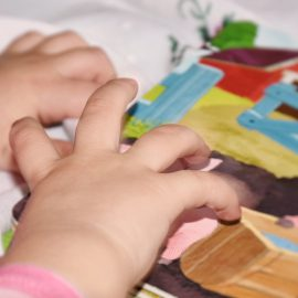 Pięć korzyści wynikających z czytania niemowlętom